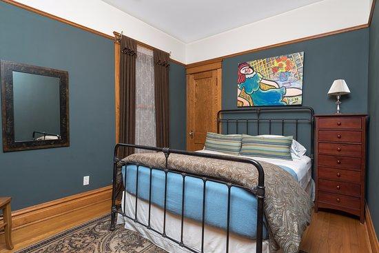 parthenon guest house chicago reviews